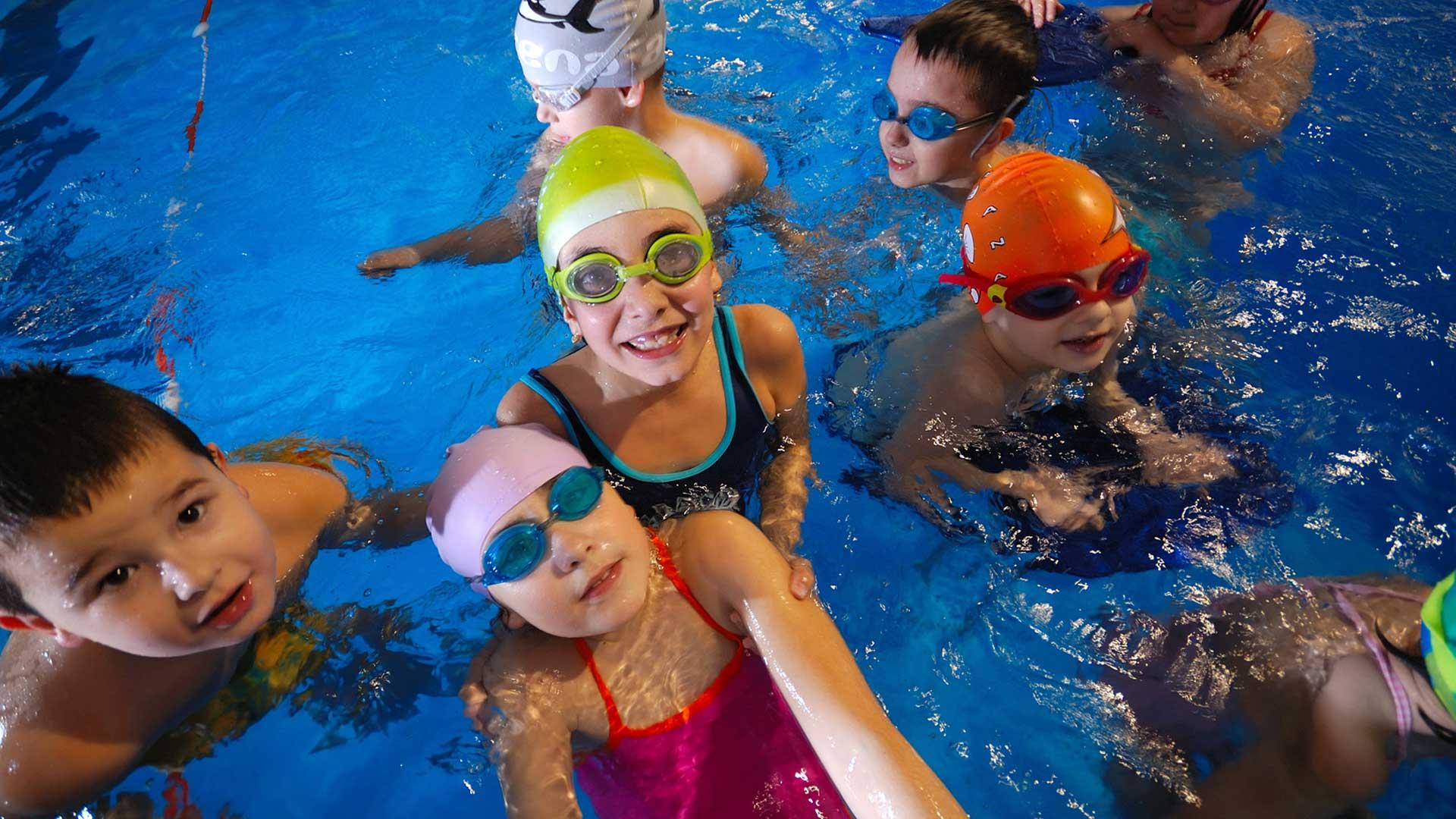 Nataci n en cuenca termalia sport for Clases de piscina para ninos