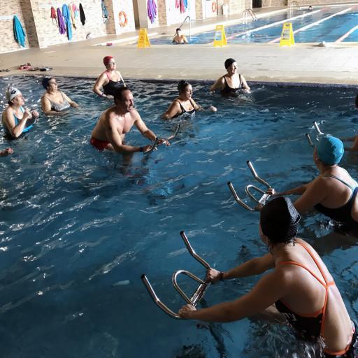 Clase de aquabike impartida por Juan Carlos en Termalia Sport